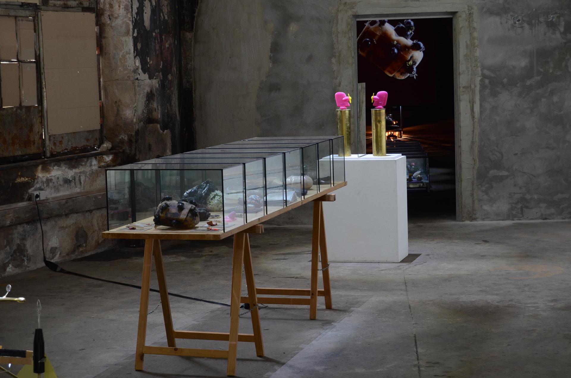 Ausstellungsansicht Synestheticon von Stefan Zoellner, Anagram@14 und Syllogismus