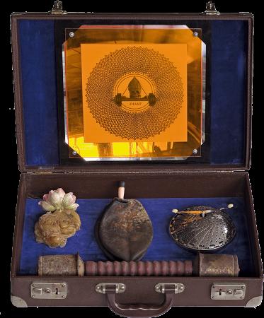 DUAT, Koffer mit Objekten von Stefan Zoellner
